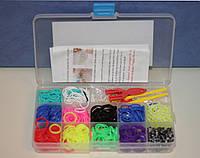 Набор в чемоданчике резинок для плетения Loom Bands (520шт. + рогатка + маленький крючок) - яркие, однотонные.
