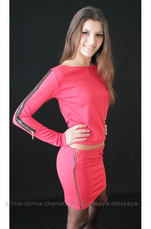 Женский костюм с юбкой коралл