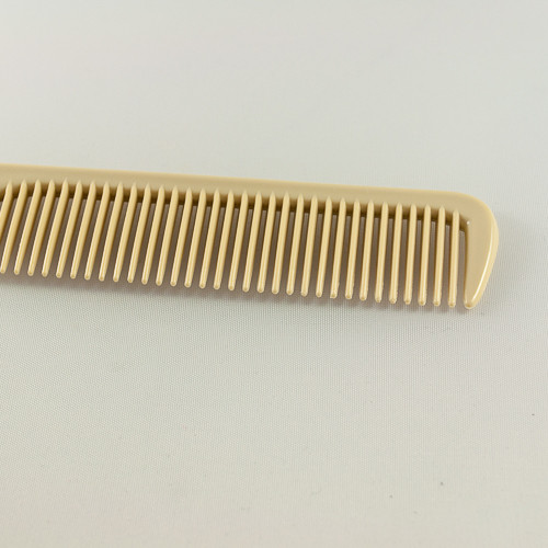 расческа с мелкими зубьями
