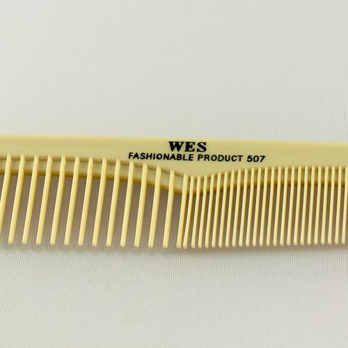 зубья на расческе для волос