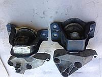 Верхняя подушка двигателя Renault Kangoo  2010р.