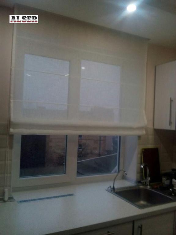 Римские шторы на кухню. Шторы на тесьме в прихожую и спальню.