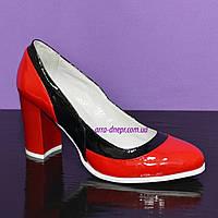 Женские туфли из натуральной лаковой кожи на высоком каблуке, цвет красно-черные