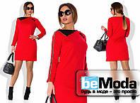 Деловое женское платье с оригинальным воротником красное