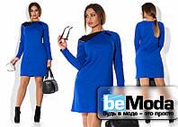 Деловое женское платье с оригинальным воротником цвета электрик