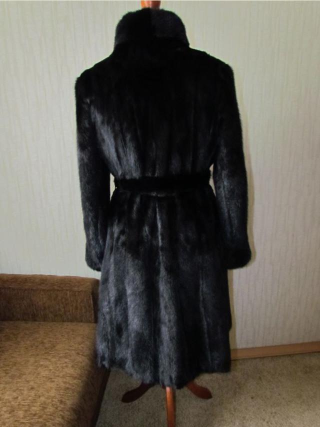 Норковая шуба Black Brillian чёрный вид cзади.