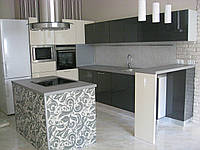 Кухня с барной стойкой и расписным островом от оникс мк