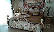 Покрывало, шторы и подушки в спальню в стиле Версаче. Бархат золотого и черного цветов. Вышивка на подушках, ламбрекенах и портьерах. Золотые кисти и другие аксессуары. Не смотря на обилие золота текстиль получился очень легкий и комфортный.
