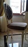 Чехол на сиденье для стула мы подобрали в цвет с оригиналом, отличие в том, что наша сидушка съемная и может сниматься для чистки. Ткань использовалась профессиональная обивочная.