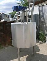 Емкость нержавеющая, объем 260 л, с мешалкой рамного типа