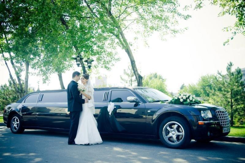 Аренда лимузина на свадьбу Крайслер 300С