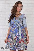 Очень женственное платье для беременных Daniella из штапеля, цветы на голубом фоне