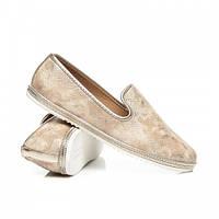 Красивые женские туфли лоферы на плоской подошве золото