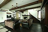 Дизайн помещения с декоративными балками на потолке, фото 3