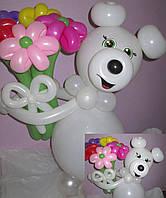 Фигура Мишка белый с букетом из воздушных шариков на День рождения