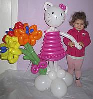 Китти с букетом Лилий из воздушных шариков на День рождения