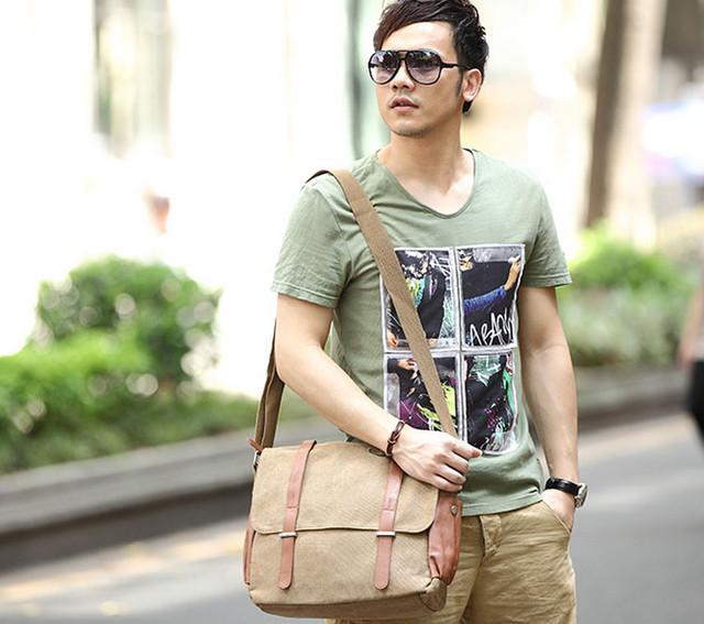 Парень с молодежной мужской сумкой для документов