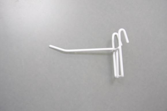 Крючок на сетку белый 20 см.