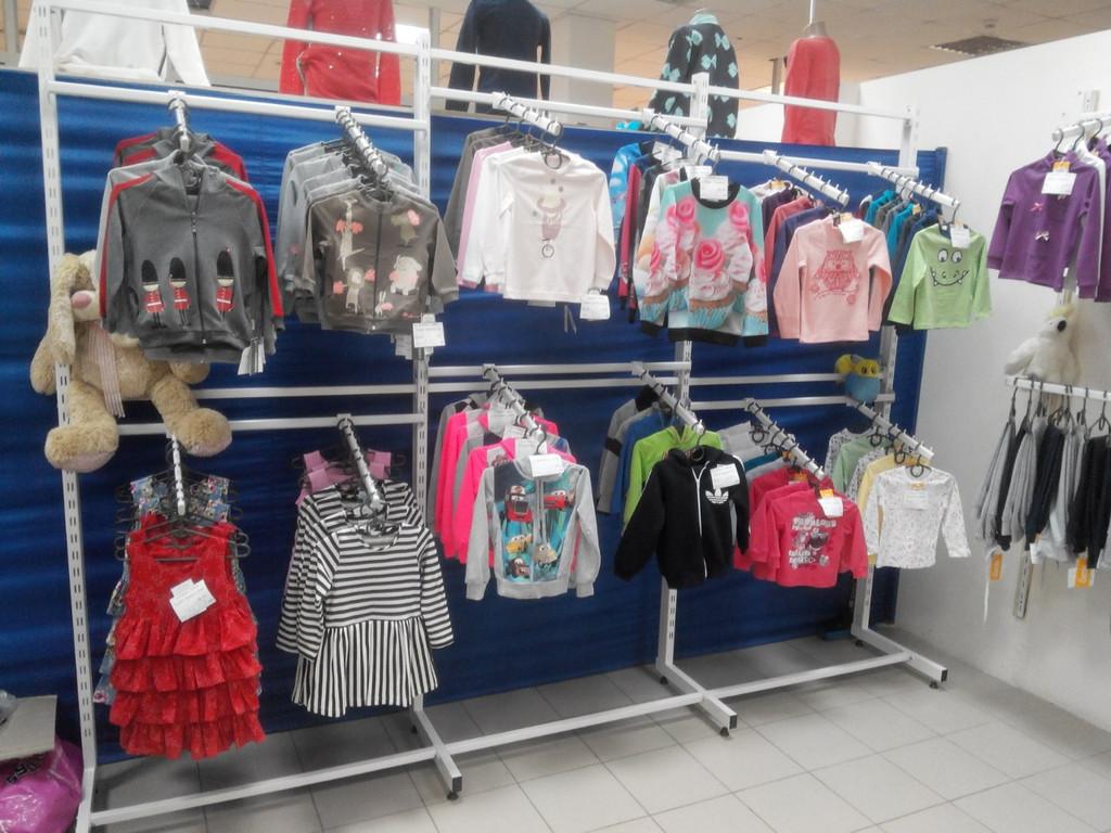 Торговое оборудование магазина детской одежды