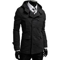 Двубортное пальто с капюшоном.