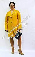 Молодежное кашемировое пальто с брошкой