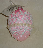Пасхальное стеклянное розовое яйцо с кружевом и жемчужинками большое