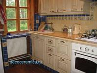 Кухня встроенная со столешницей из керамической плитки