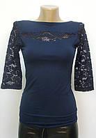 Блуза трикотажная с ажурными вставками темно-синяя