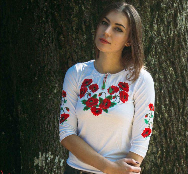 Женская футболка-вышиванка на осень Мак богатый цвет белый /размер S