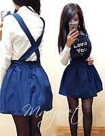 Женский джинсовый комбинезон с нашивкой