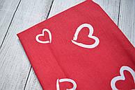 Лоскут ткани №176  красного  цвета с изображением сердечек-валентинок белого цвета