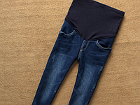 Зауженные джинсы с резинкой для беременных