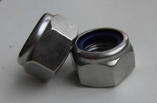 Гайки самозажимные DIN 985, ISO 10511 | Фотографии принадлежат предприятию Крепсила