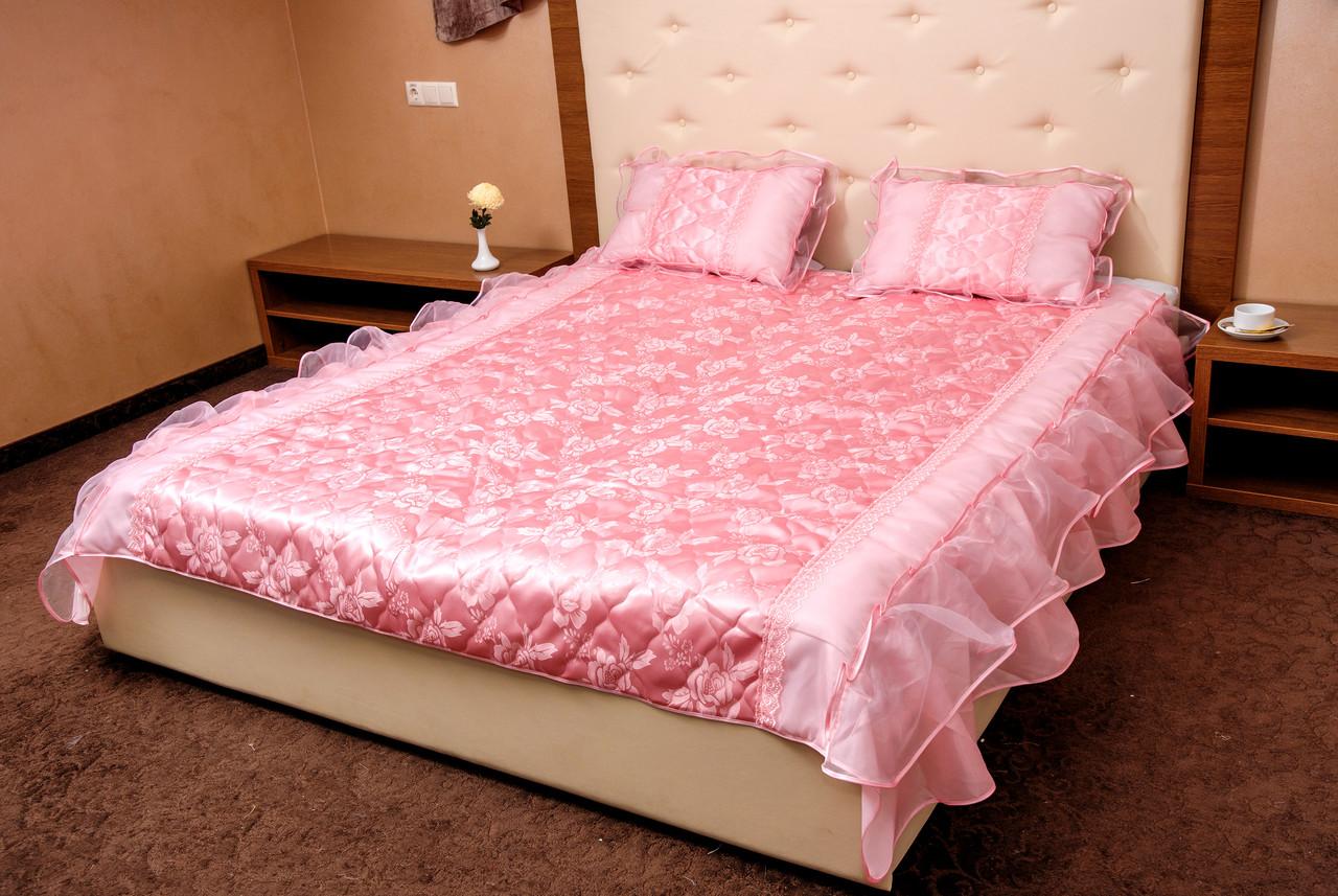 Покрывало атласное розовое 180*200 и подушки 50*70