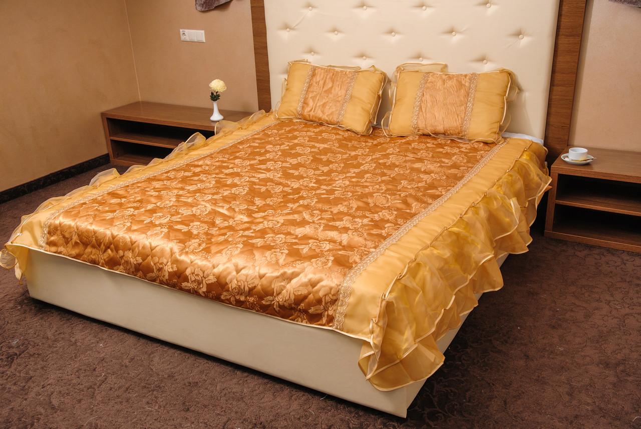 Покрывало атласное золотое 180*200 с подушками 50*70