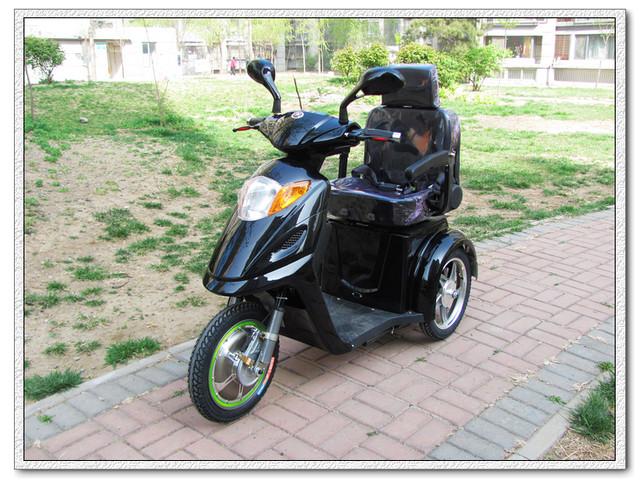 Электромобиль для пожилых людей.