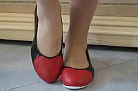 Черные лакированные балетки с кожаными красными вставками Сердечки на носках. Арт-0437, фото 1