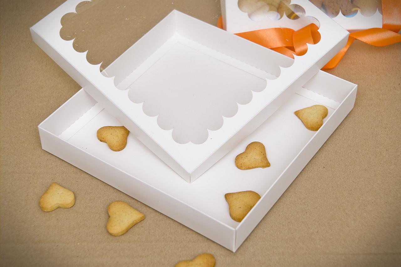 Коробка для пряников 20*20*3 белая,крафт (код 04778)