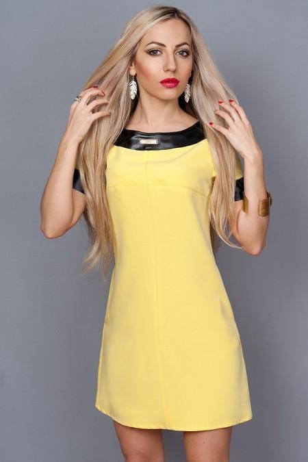 Платье желтое с кожаными обводками