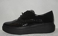 Туфли модные женские на плоской подошве классика