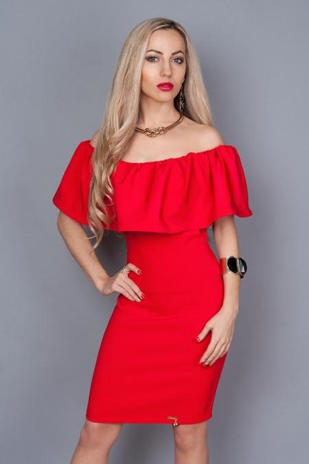 Нарядное платье красное с открытыми плечами