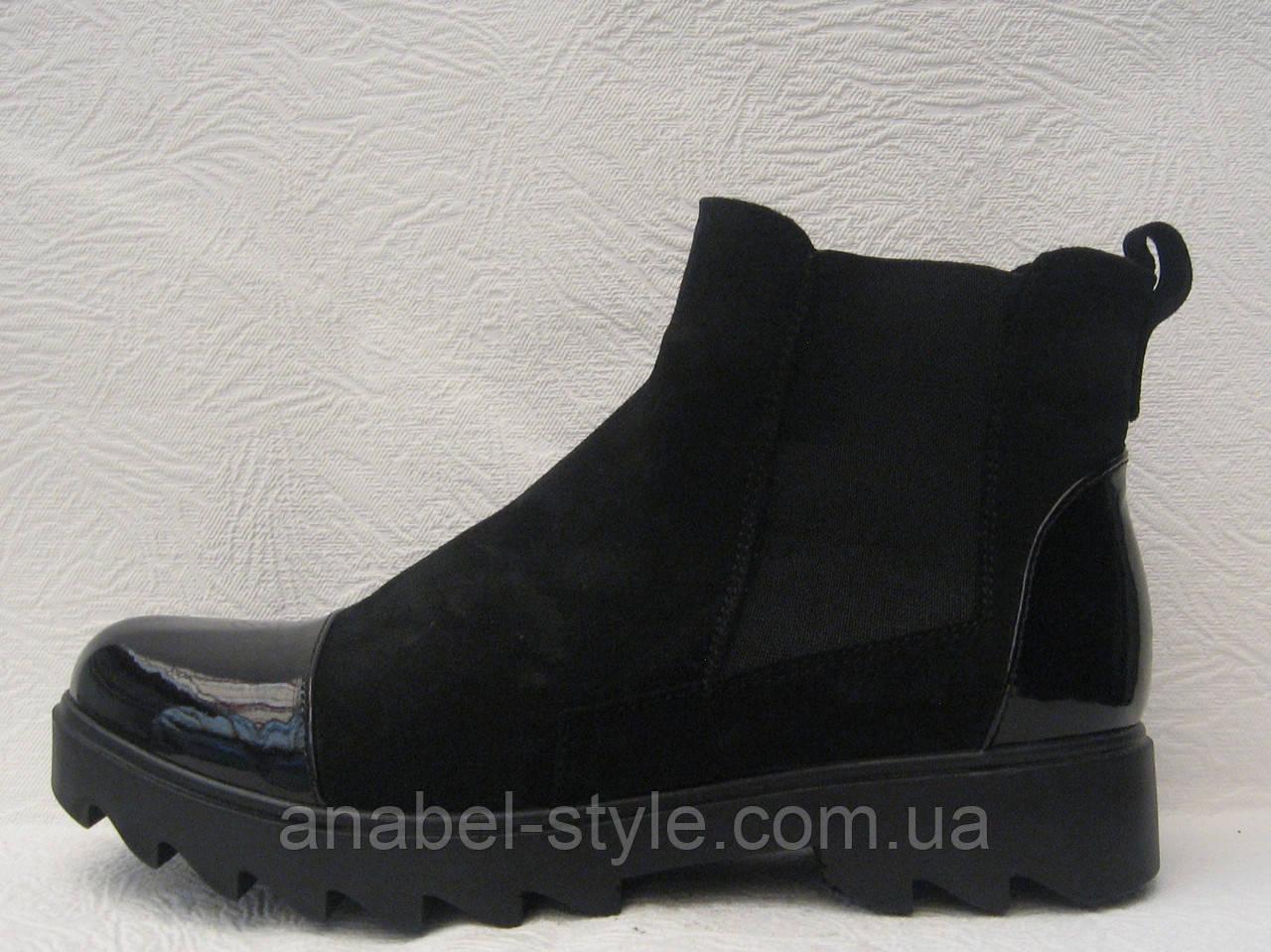 Ботинки женские стильные на тракторной подошве со вставками лаковой кожи Код 147
