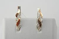 Нежные серьги из серебра с золотыми вставками и фианитами