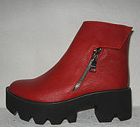 Ботинки женские стильные на тракторной подошве красный
