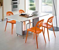Пластиковые стулья и табуреты