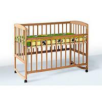 Кроватка детская с подвижным боком, дугами и колесами