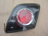 Фонарь задний Mazda 3 5D правый в крышку багажника