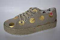 Детские слипоны кеды для девочки на шнуровке бежевые в золотой горох размеры 30-35