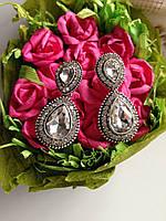 Женские серьги с белыми камнями