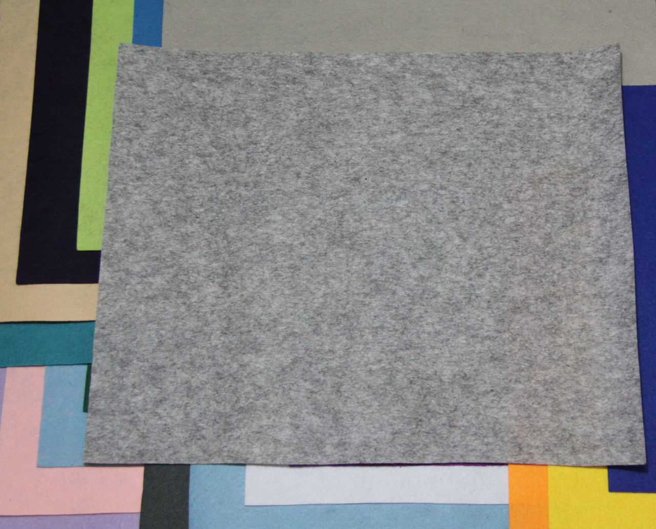 Фетр жесткий серый (40х50см, 1мм)